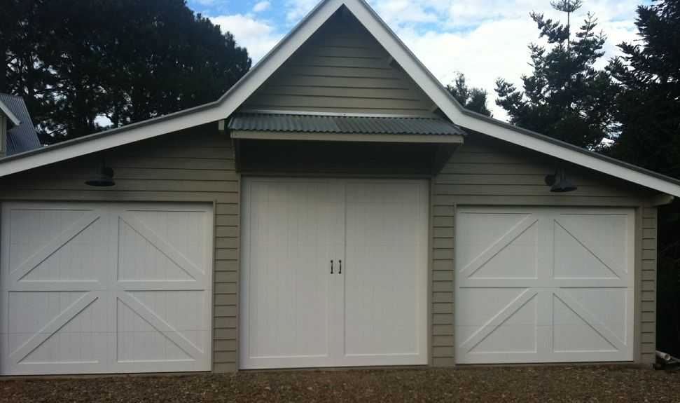 Sliding barn doors sliding barn doors brisbane for Barn style garages