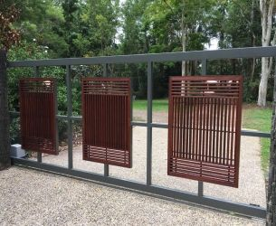 sliding gate in cedar with perspex 3 - 77911