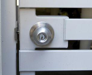 gate handle round lock straight view